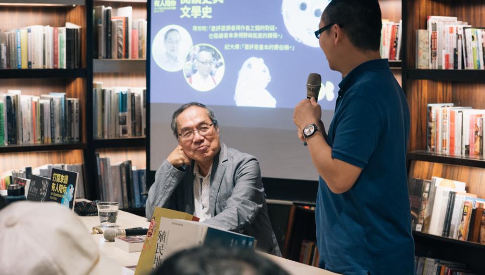 同在政大台文所任教的陳芳明(左)與紀大偉難得同台演講。