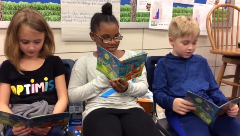 網友自發為休士頓風災學童拍攝的讀書影片。(取自臉書)