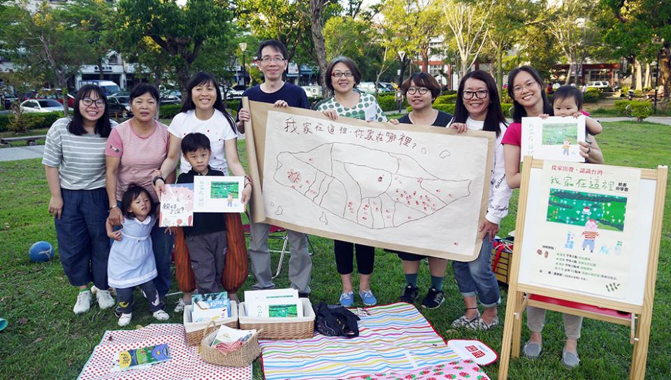 2017年「帶一本書去野餐」活動合影(小房子書鋪提供)