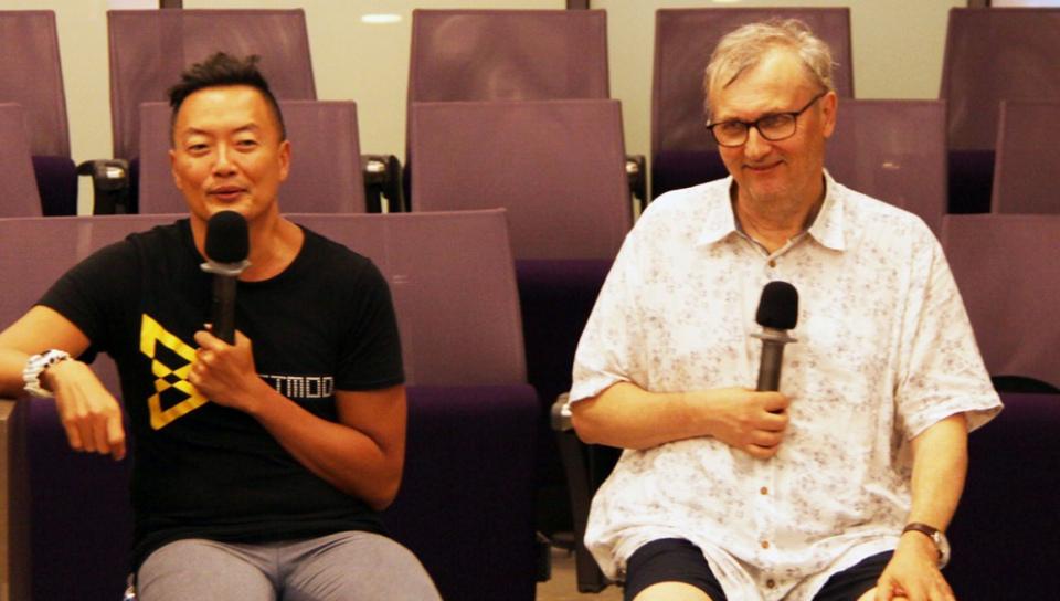 作家褚士瑩(左)與哲學作家奧斯卡.柏尼菲