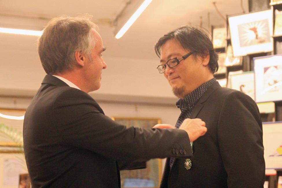 法國在台協會主任紀博偉(左);台灣法語譯者協會理事長吳坤墉(右)