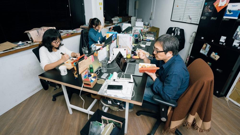 《The Affairs週刊編集》編輯室:(左起)執行編輯 林鈺雯、執行編輯 瞿澄、總編輯 李取中