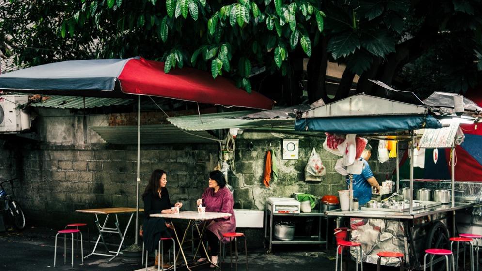 左為詩人夏夏,右為小說家袁瓊瓊
