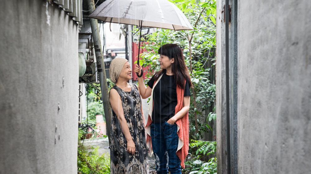 顧德莎(左)及顧玉玲姊妹。