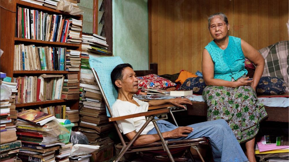 緬甸國內公認最傑出的異議分子詩人貌昂賓與其妻子(圖片來源:《緬甸詩人的故事書》,遠流提供)