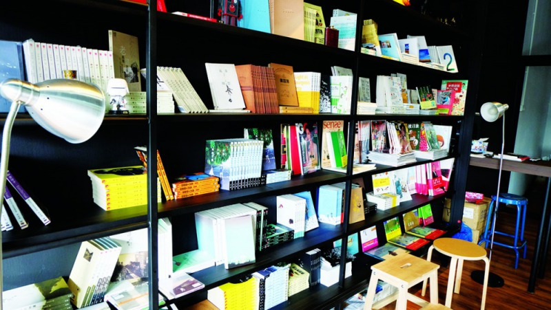 位於馬來西亞柔佛州居鑾的獨立書店On the Road Café(蔡興隆攝影)