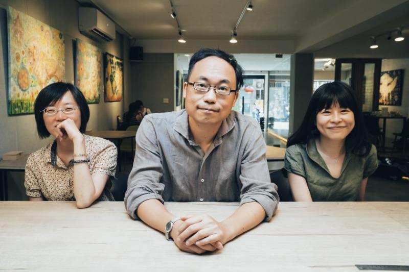 由左至右依序為:衛城出版總編輯莊瑞琳、《字母會》總策畫楊凱麟、《字母會》評論者潘怡帆