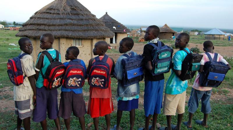 非營利組織「旅行的故事」將書籍送到窮困地區,讓孩童有機會學習閱讀。(取自官網)
