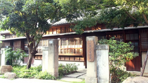 位於台中文學館內的櫟舍文學餐廳。(林劭璚攝)