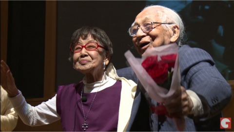 近期首映的《笑的101歲×2》紀錄片,以經歷二戰的日本攝師家笹本恆子(左)與新聞記者武野武治為傳主(圖片擷自youtube)