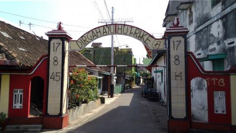 代表印尼獨立日「17-08-45」這組數字,經常出現在印尼各個角落。(吳庭寬/攝)