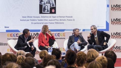 左起:座談主持,同時也是France 2節目主持人塔蝶(Frédéric Taddeï)、德薇岡、波蘭斯基、阿薩亞斯(Photo credit: William Alix/AFP)
