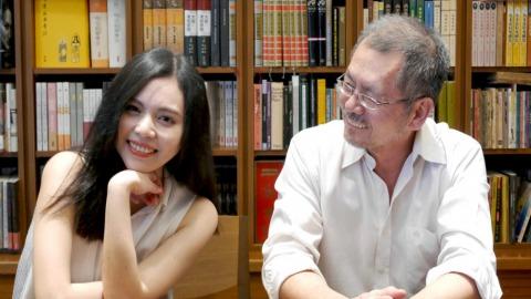 二魚文化發行人葉珊,與作家父親焦桐(葉珊提供)