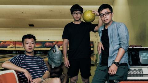 拍謝少年打保齡球(左起:貝斯手薑薑、虱目魚人、吉他手維尼、鼓手宗翰)