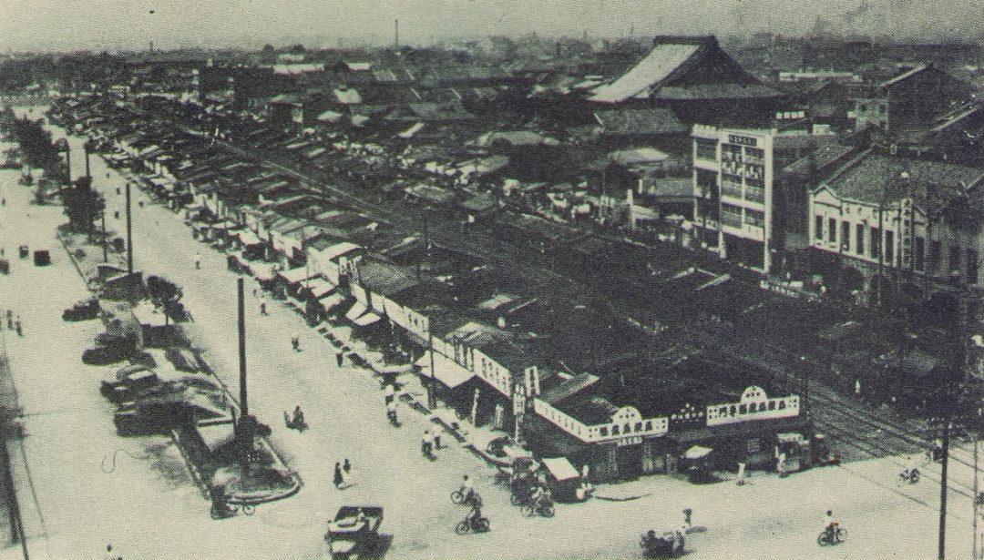1960nian_dai_yi_qian_shang_wei_xing_jian_zhong_hua_shang_chang_shi_de_zhong_hua_lu_.jpg